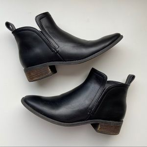 Dolce Vita Tessey Black Leather Ankle Boots